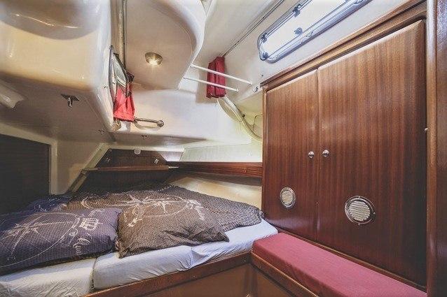 Sailing yacht Cherokee-cabin