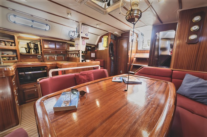 Sailing yacht Cherokee-interior