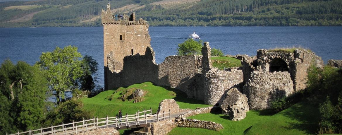 Urquhart-castle-Loch-ness-min